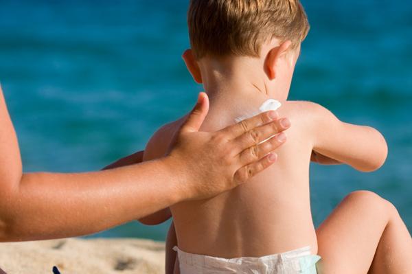 dùng kem chống nắng cho trẻ đúng cách